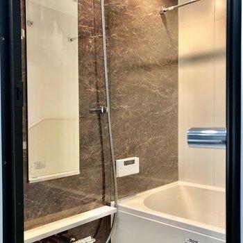 お風呂はホテルのような高級感のある雰囲気に※写真は5階の同間取り別部屋のものです