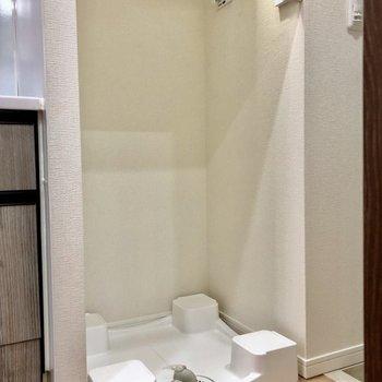 玄関とキッチンの間には洗濯機置きがありますよ ※写真は5階の同間取り別部屋のものです