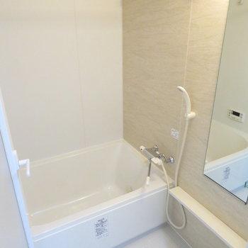 お風呂もとっても綺麗です(※写真は4階の同間取り別部屋のものです)