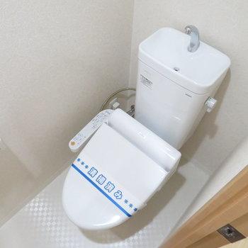 トイレは温水洗浄便座付き(※写真は4階の同間取り別部屋のものです)