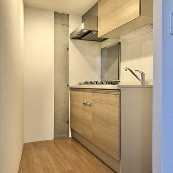 【LDK】キッチンは奥まったところにあり、使いやすそうです。