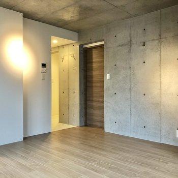 【LDK】コンクリートのクールさがお部屋に広がります。