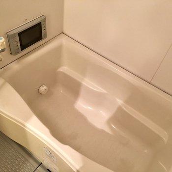 お風呂も清潔感◎浴室乾燥機付き(※写真は9階の同間取り別部屋のものです)