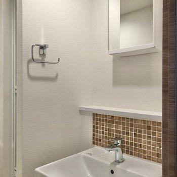 シンプル・スッキリな洗面台です。※写真は2階の同間取り別部屋のものです