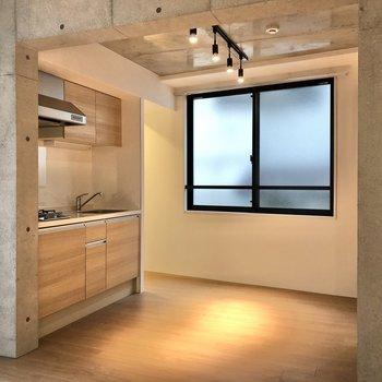 【LDK】キッチンを見ていきましょう。※写真は2階の同間取り別部屋のものです