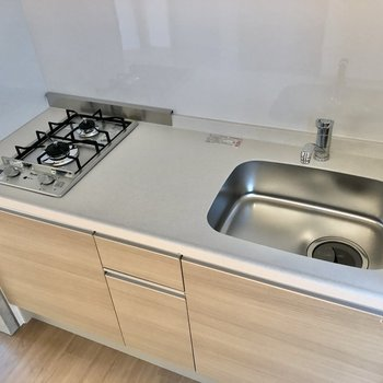 【LDK】調理スペースもしっかり確保されています。※写真は2階の同間取り別部屋のものです