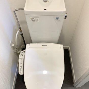 温水洗浄機付きトイレです。