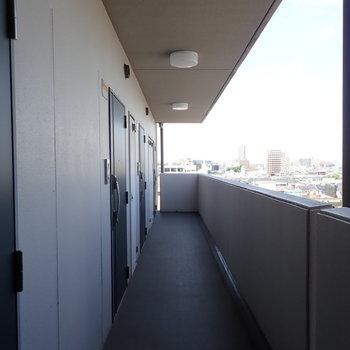 共用部】開放的な廊下で、眺めもいいですよ!