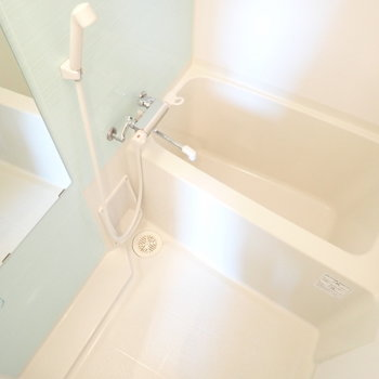 淡いミントグリーンのお風呂です!