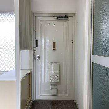 玄関は脱ぎ履きができる広さがあります
