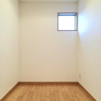 ちょっとした納戸でした。こちらはPCスペースや書斎にいかが?