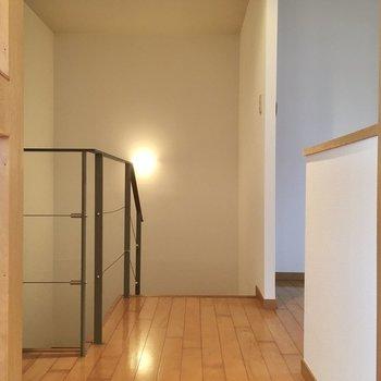 階段の前にも空間があります。