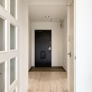 おトイレはLDKのドアの外。