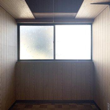 窓もあるので空気が篭る心配もありませんね。