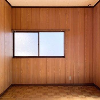 【洋6東】板壁がなんだか懐かしい雰囲気の洋室です。