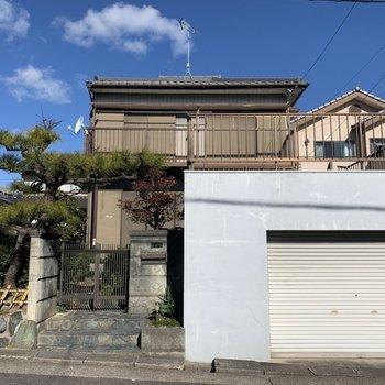 外観は昭和レトロな一軒家。