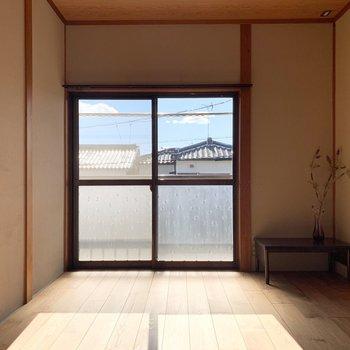 【洋6西】南向きの窓からたっぷりお日様が入ります。