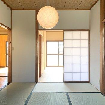 【和6】廊下とお隣の洋室へ繋がります。