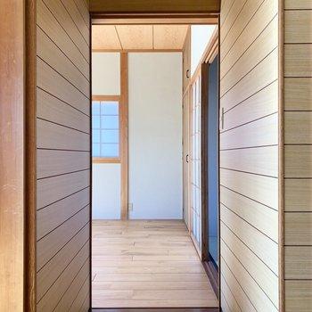 お次は和室のお隣西側の洋室へ。
