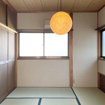 【和6】北側ですが2面採光で明るい和室。