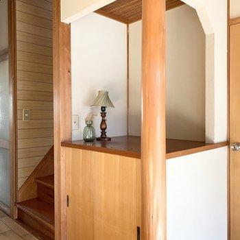 2階への階段の脇にも素敵な空間◎茶室のような天井も素敵。