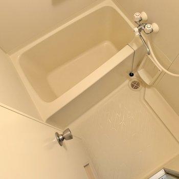 浴室はふつうサイズ!浴槽は深め◎
