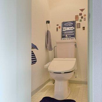 トイレはコンパクト!壁を装飾しても可愛いね!