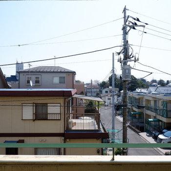 高い建物のない住宅街です。太陽の光がしっかり入ります。