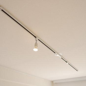 【ディテール】リビング上部にはライティングレールがあります。お気に入りの照明を好きな位置に。