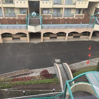マンション群の真ん中には広場も。
