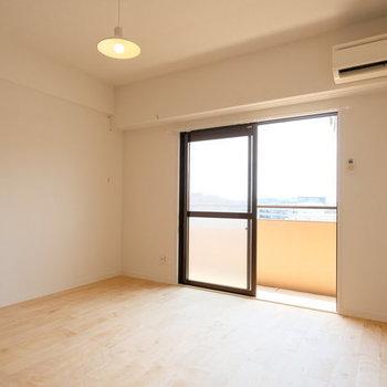 【イメージ】1階のリビングに続く居室も無垢の床に。