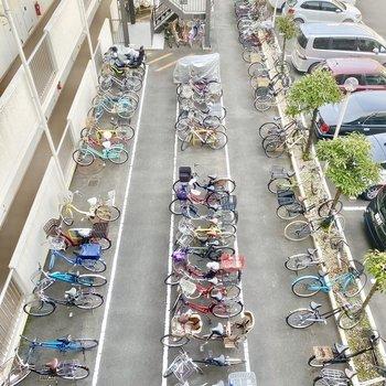 駐輪場。自転車があると買い物などに便利ですよね。