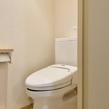 お手洗い。シンプルで清潔感があります。