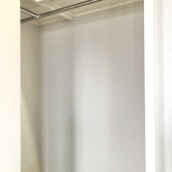 【洋室】中はウォークインクローゼットです。