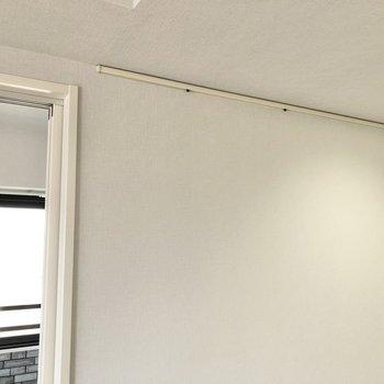 【LDK】壁をよく見るとピクチャーレールがありました。