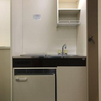 キッチンはコンパクト。