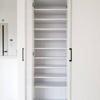 ここにはオシャレな食器を置いてもいいし、本を置いても!(※写真は3階の同間取り別部屋のものです)