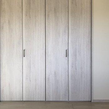 【洋室】優しさを感じるドアになっています。