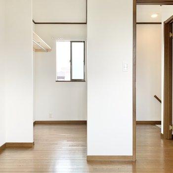 【2階洋室】収納つきの洋室