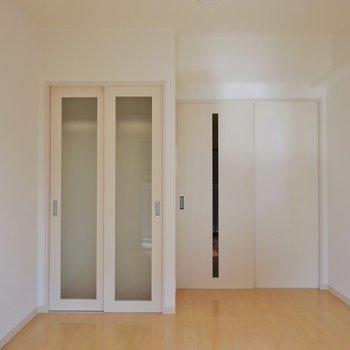 お部屋の広さもまずまず※写真は同タイプの別室。
