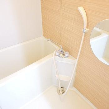 丸くて可愛い鏡のあるお風呂場!1日3回入りたい…
