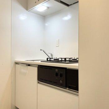 キッチンも白で統一。清潔感があります。※写真は前回募集時のものです