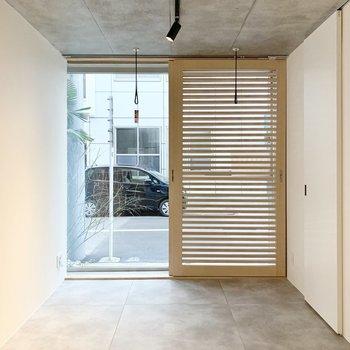 格子状の扉が素敵過ぎます。目隠しにもなって光も取り入れられます。※写真は前回募集時のものです