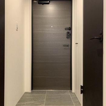 廊下・玄関はフラットな作り。※写真は前回募集時のものです