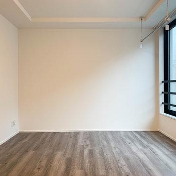 シンプルな内装で家具配置も楽々。※写真は前回募集時のものです