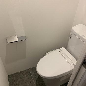 トイレもちゃんと個室。温水洗浄便座付き。※写真は前回募集時のものです