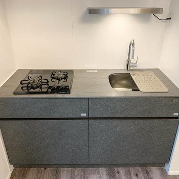 【LDK】二口ガスキッチン。シンクボードで作業もしやすい作り。