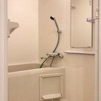 コンパクトサイズのお風呂。嬉しい浴室乾燥機付き。※写真は前回募集時のものです
