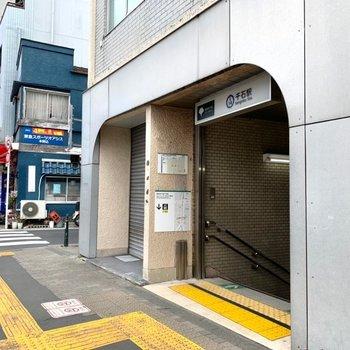 千石駅はA1が近いです。
