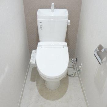 トイレも清潔感があります。(※写真は10階の同間取り別部屋のものです)